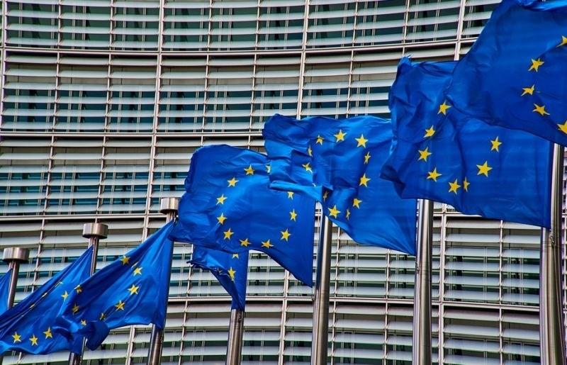 Slovenijo bi lahko doletela zaustavitev povračil iz Bruslja