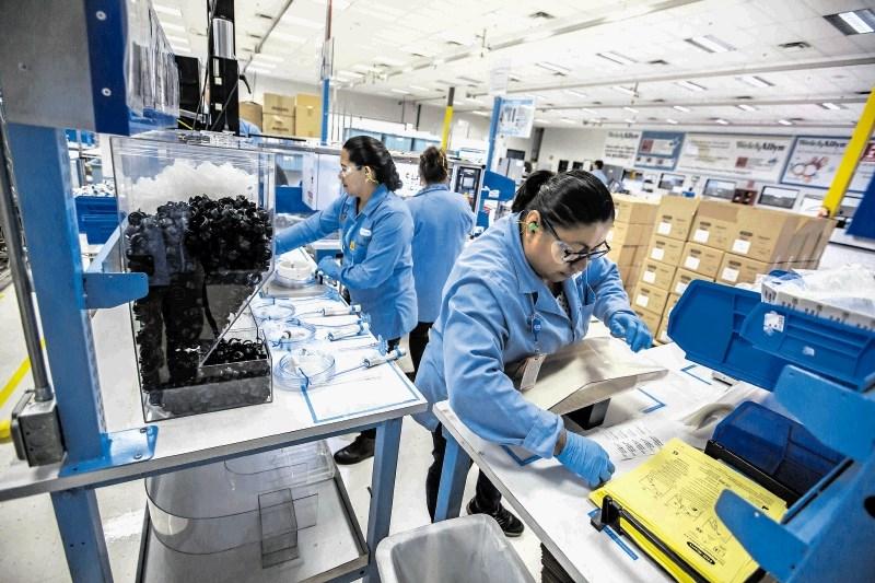 Protekcionizem globalno narašča: Trgovinske ovire najedajo evropski izvoz