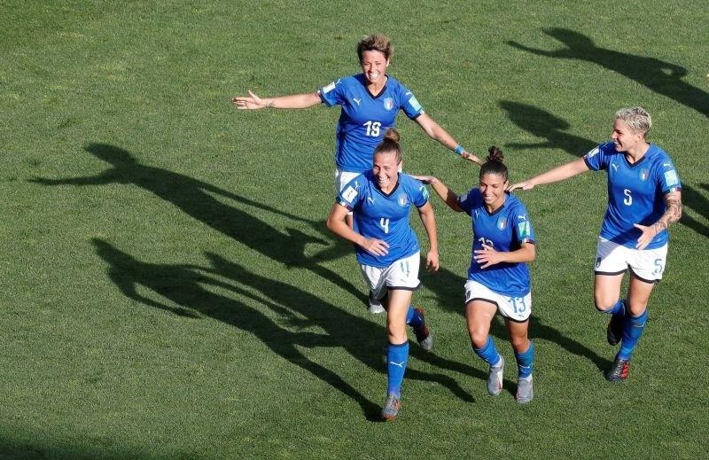 Italijanke po zmagi nad Kitajkami med osem na SP