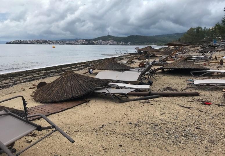 #foto Na severu Grčije v neurju s točo šest smrtnih žrtev med turisti