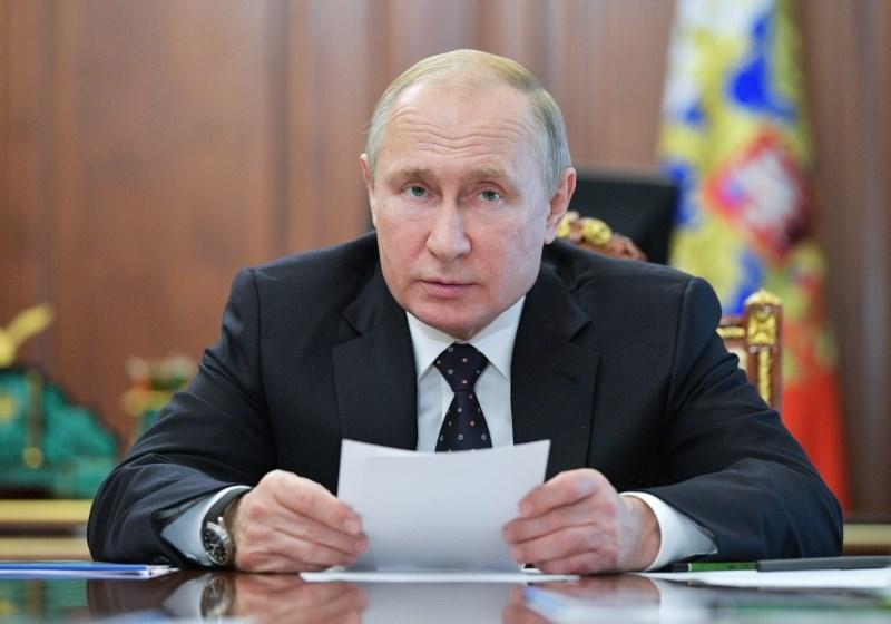 Putin in Zelenski v prvem telefonskem pogovoru o reševanju konflikta v Ukrajini