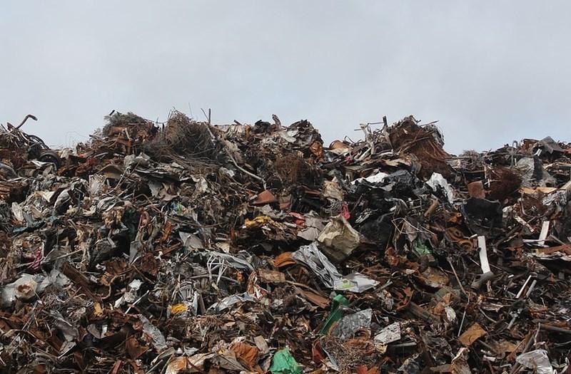 Na svetu se na leto nabere za 800.000 olimpijskih bazenov smeti