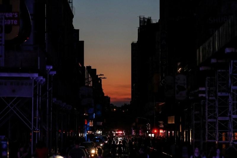 #foto Na Manhattnu več deset tisoč ljudi ostalo brez elektrike