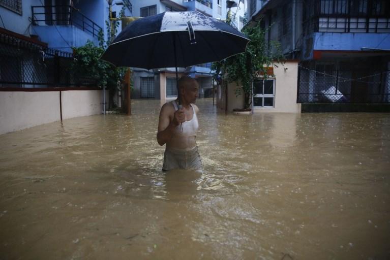 #foto Monsunsko deževje v Nepalu in Indiji zahtevalo več deset življenj