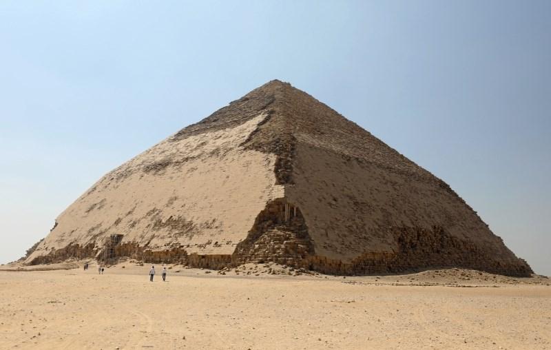 Egipt po več kot 50 letih dovolil turistični obisk dveh piramid