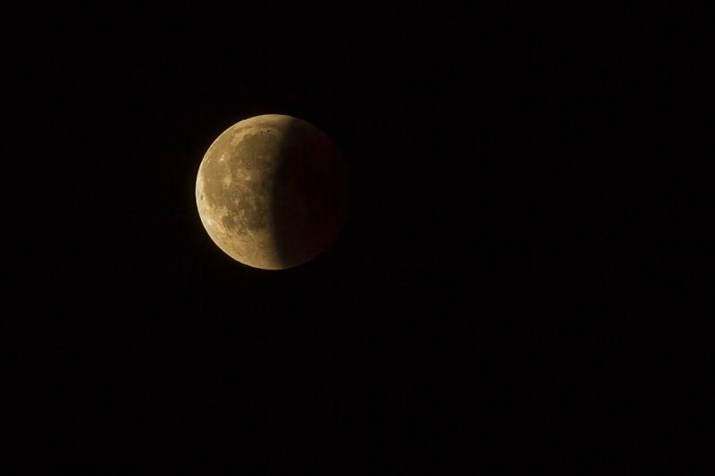 Danes zvečer delni Lunin mrk