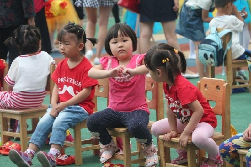 Oblasti kitajskim šolarjem podarile pametne ure, ki nenehno beležijo njihovo lokacijo