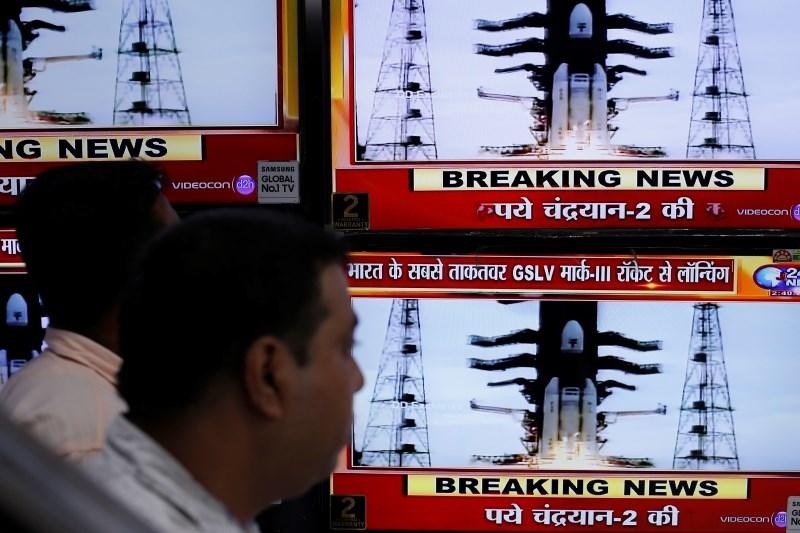 #foto Indija uspešno izstrelila vesoljsko plovilo proti Luni