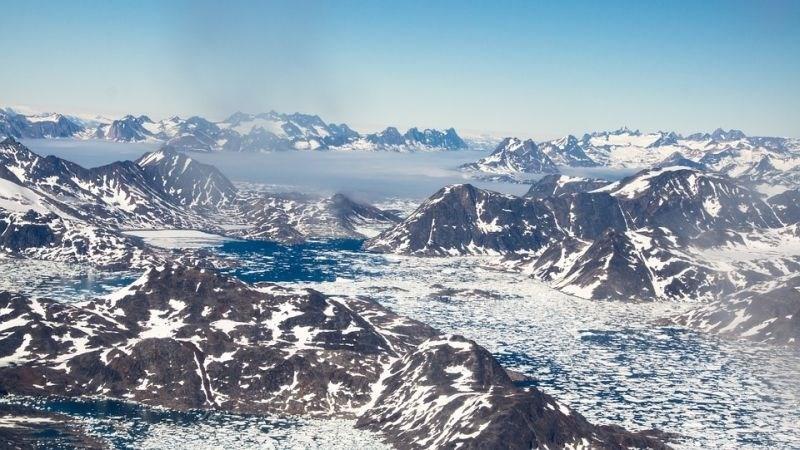 Kilometre pod površino Grenlandije so odkrili 56 podledeniških jezer