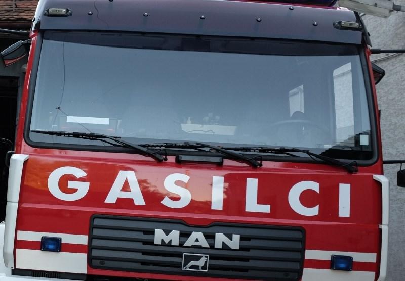 Pri požaru v Celju 15 ljudi s težavami zaradi vdihavanja ogljikovega monoksida