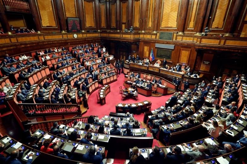 Italijanski senat razpravlja o datumu glasovanja o nezaupnici premierju
