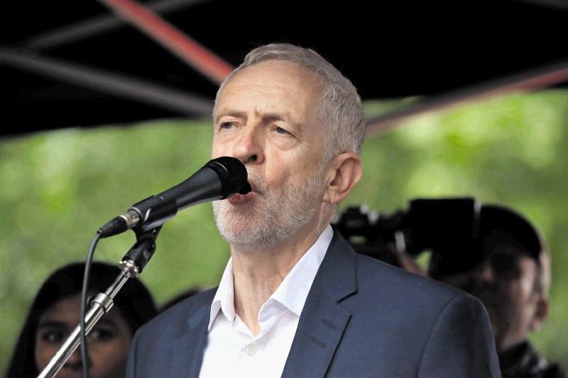 Corbyn predstavil načrt rušenja vlade in trdega brexita