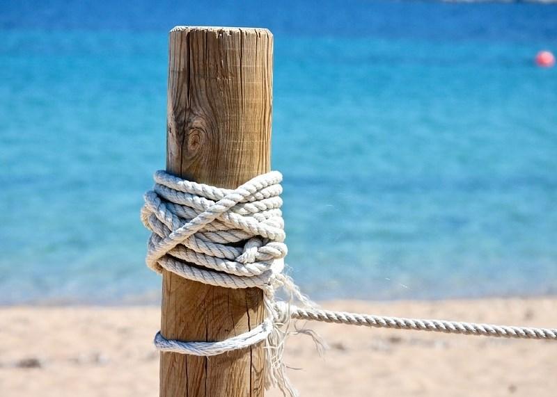 Zaradi kraje peska na Sardiniji Francozoma grozi zapor
