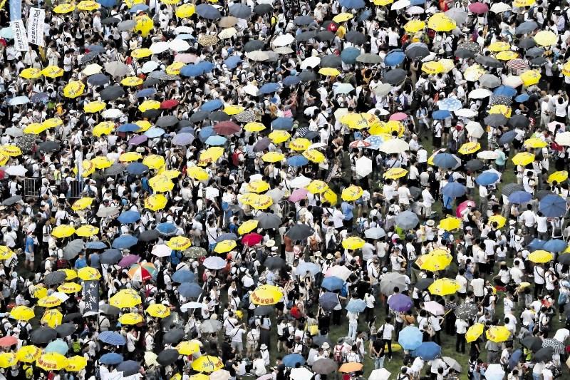 Kitajska naj bi na družbenih omrežjih izvajala kampanjo proti protestom v Hongkongu