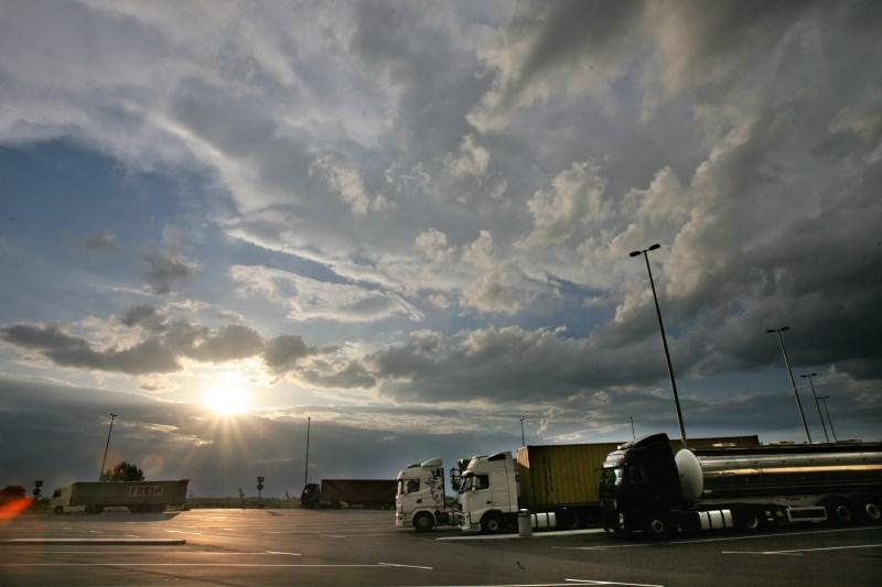 Vreme: Spremenljivo do pretežno oblačno, nastajale bodo plohe in nevihte