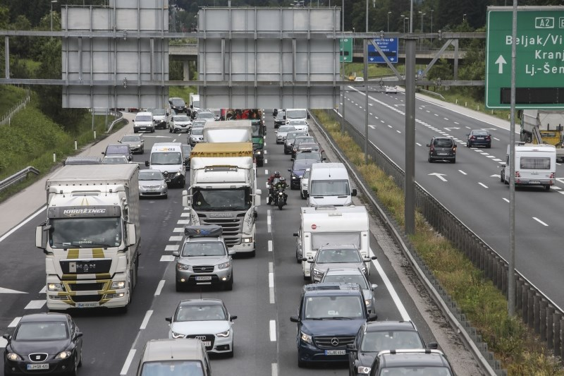 Promet se pričakovano gosti, na mejnih prehodih s Hrvaško čakalne dobe