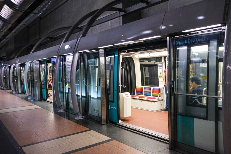 Stavka zaposlenih na podzemni železnici ohromila Pariz