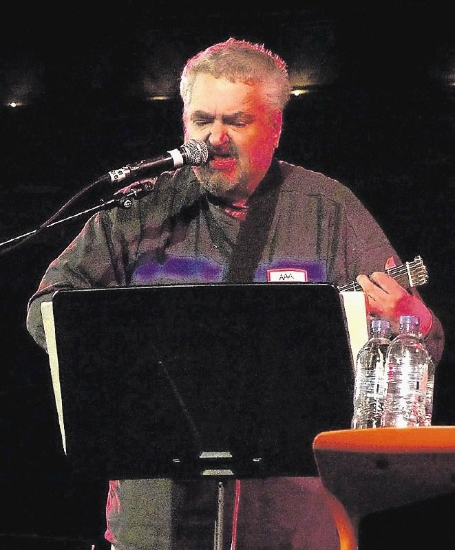 Umrl je glasbenik Daniel Johnston