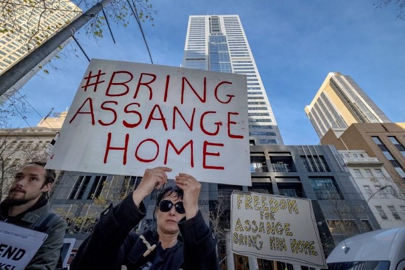 Assange bo ostal za zapahi tudi po izteku kazni