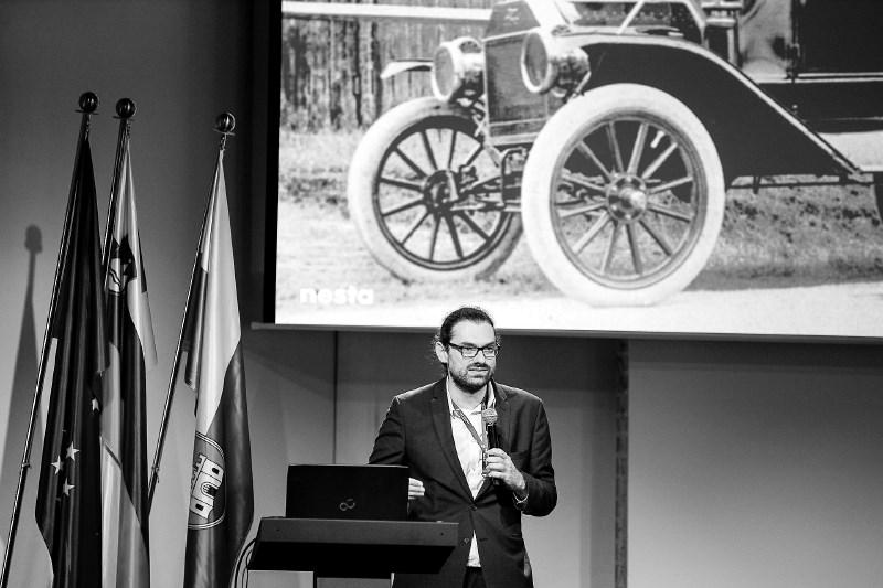 Olivier Usher, vodja raziskav v podjetju Nesta: Brezpilotniki lahko izboljšajo javne storitve v mestih