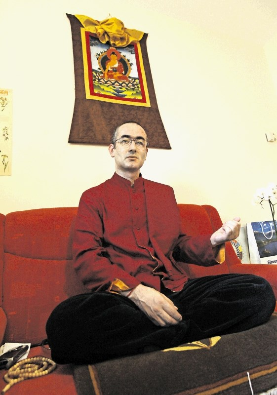 Ponovljeno sojenje: nuna je stradala, budistični opat pa z njenim denarjem kupoval orožje
