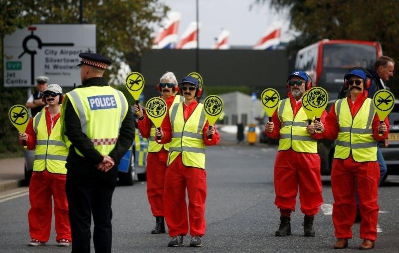 Podnebni aktivisti niso uresničili napovedi o blokadi londonskega letališča