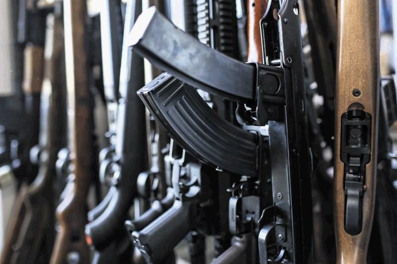 Več držav kršilo embargo na prodajo orožja Libiji, kaže poročilo ZN