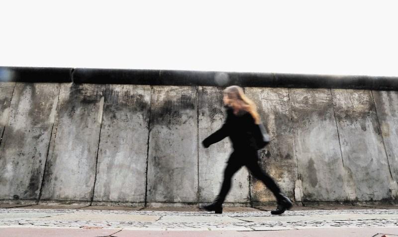 Trideset let. Združeni Berlin.: Ti pa veš, da tu ni hribov, le zakopani šut