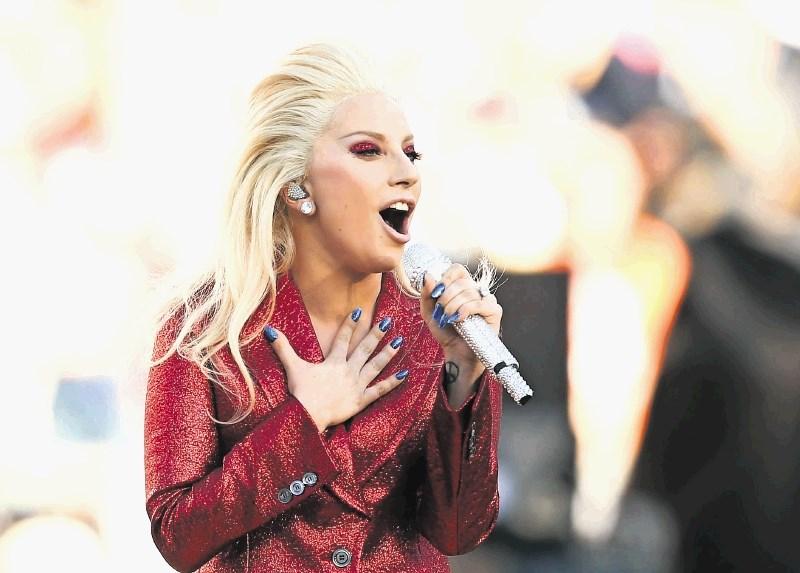 Lady Gaga zanikala govorice o zvezi s Cooperjem