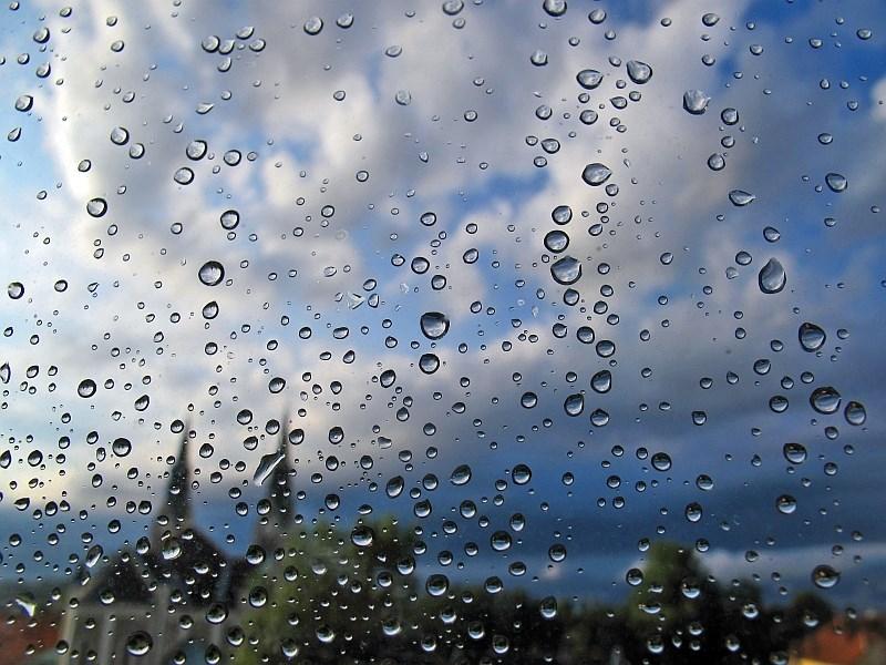 Vreme: Oblačno in deževno