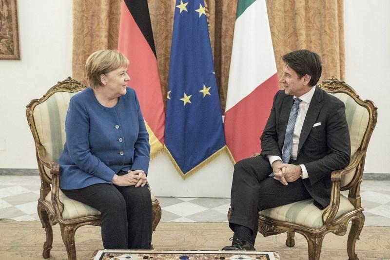 Conte in Merklova na delovni večerji o evropskih temah