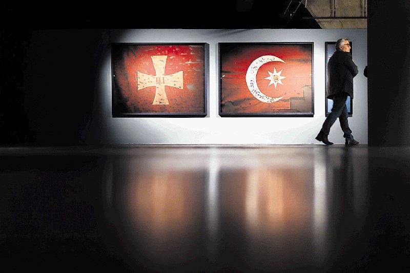 Kritika razstave Pygmalion: Razstavljanje ready-made kosov po debelih sto letih