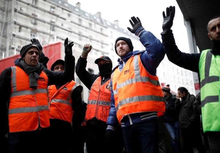 Stavka zaposlenih v javnem prometu ohromila Francijo