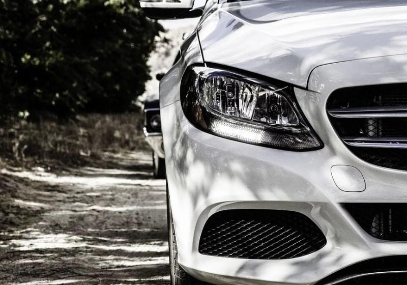 Za dvomilijonsko utajo davkov pri uvozu avtomobilov na Hrvaško Slovenca