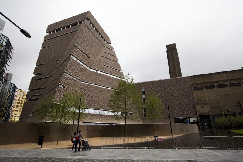 Najstnik priznal krivdo za poskus umora dečka v galeriji Tate Modern