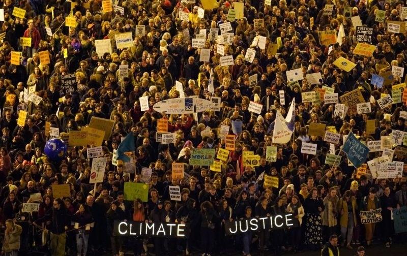 Tisoče protestnikov na ulicah Madrida zahtevalo odločno podnebno ukrepanje