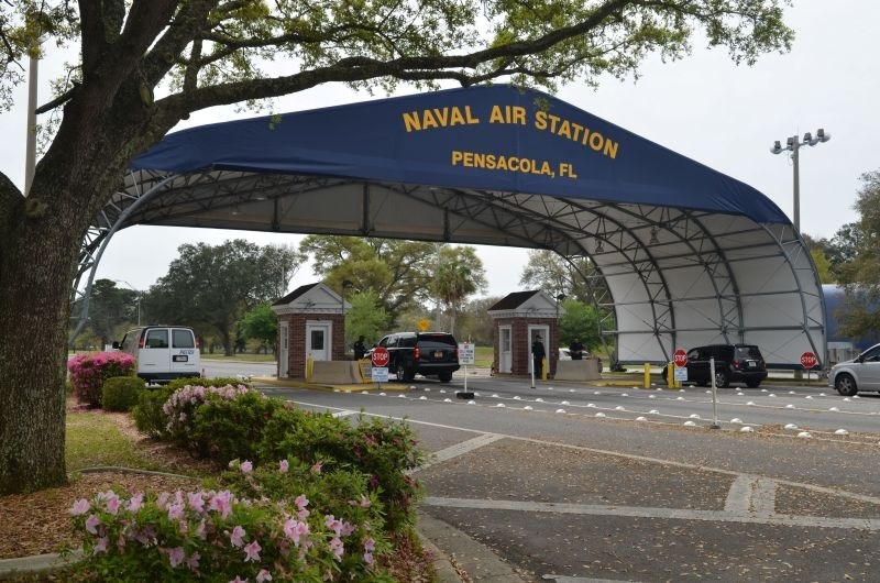 Savdski pilot v pomorskem oporišču na Floridi ubil tri ljudi