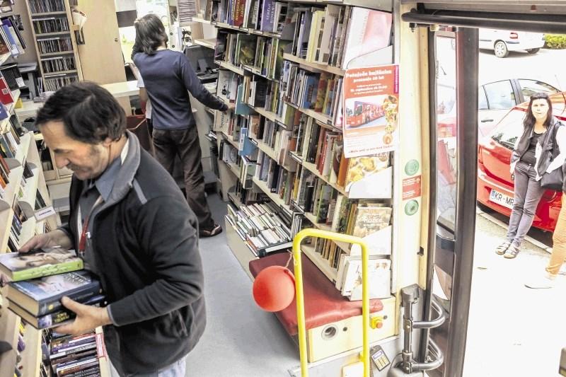 Potujoča knjižnica v Domu starejših Škofljica