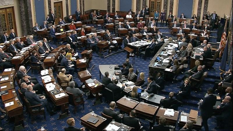 Republikanci v senatu potrdili načrt postopka sojenja Trumpu