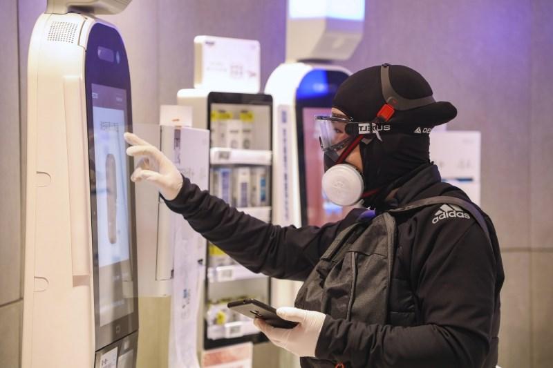 Novi kitajski virus zahteval že 56 smrtnih žrtev, prvi sum na Dunaju