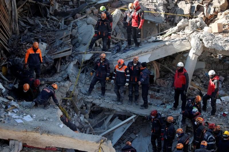 Število žrtev potresa v Turčiji se je povzpelo na 31