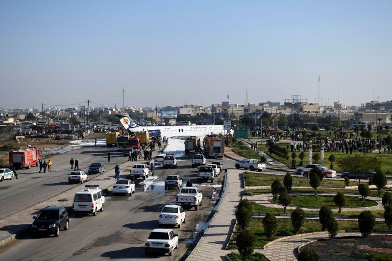 Iransko potniško letalo pristanek končalo na avtocesti