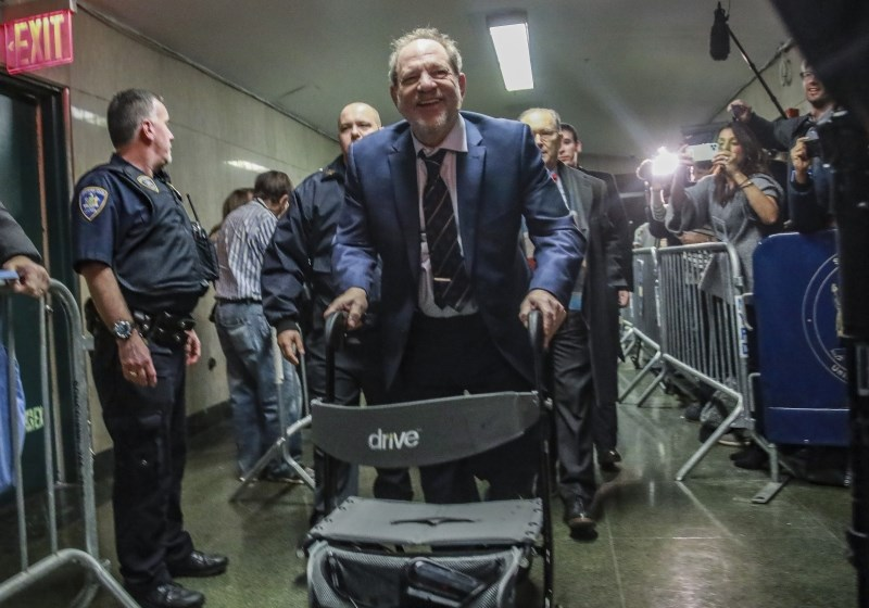 Obramba in tožilstvo sklenila sklepna nagovora poroti v procesu proti Weinsteinu