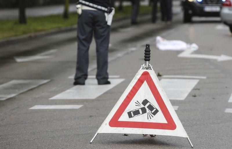 Primorska avtocesta zaradi prevrnjenega tovornjaka že nekaj ur zaprta