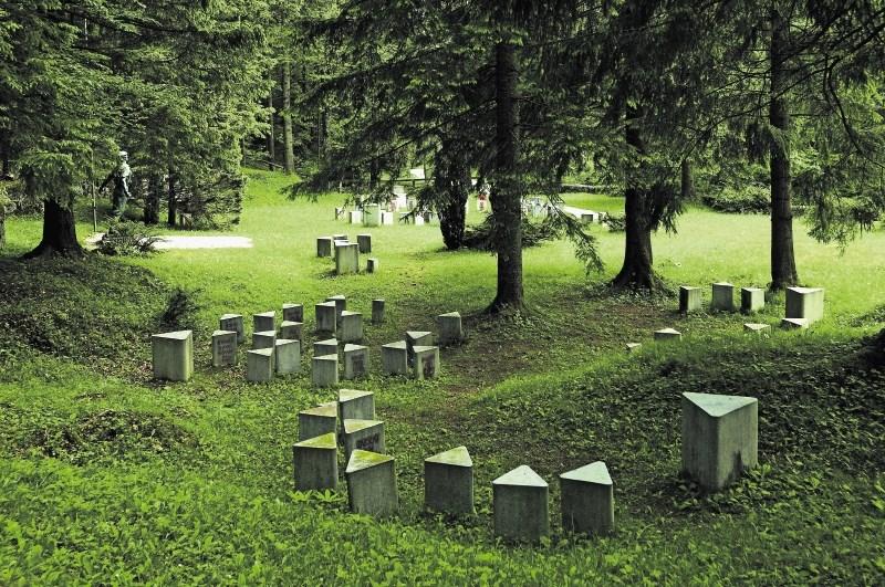 Jugoslovanski spomeniki žrtvam NOB : Kipi, ki so presegli ideologije