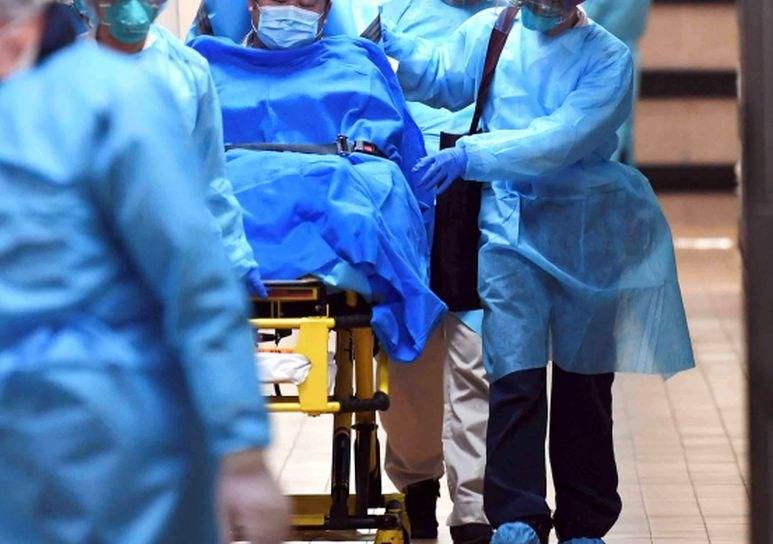 Število žrtev novega koronavirusa v ZDA preseglo 2000