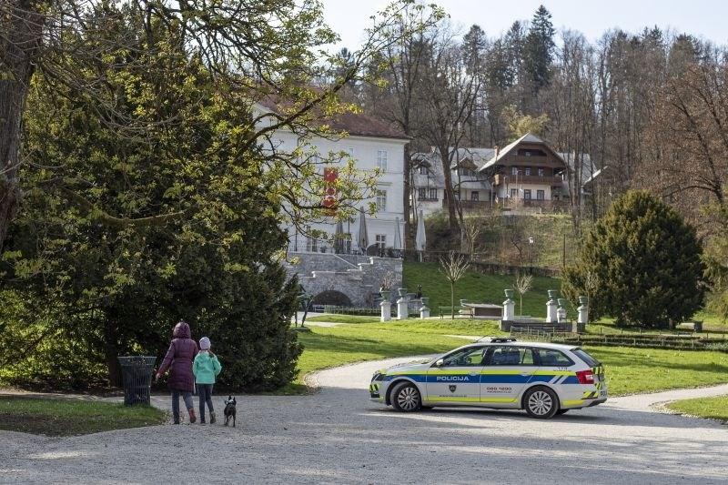 Policija bo konec tedna preverjala spoštovanje prepovedi gibanja in zbiranja na javnih površinah