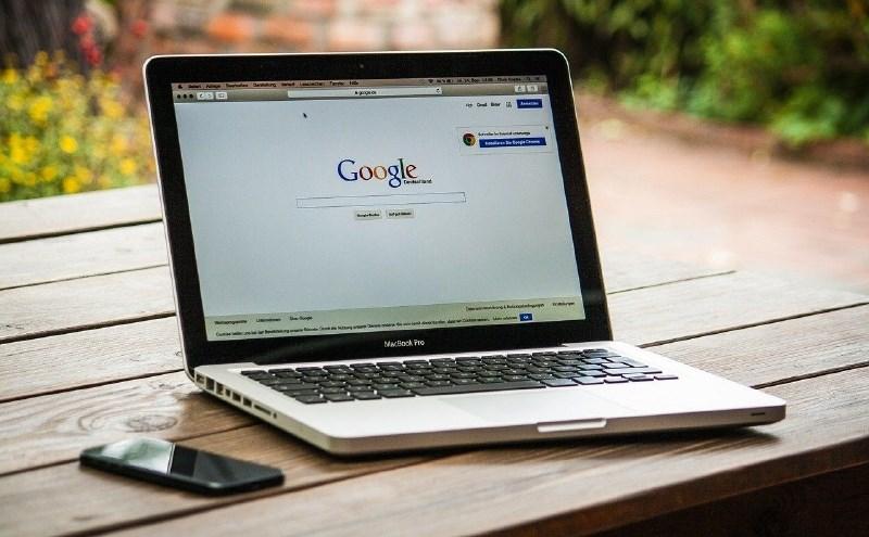 Google bo za zajezitev pandemije oblastem pomagal z delitvijo lokacije uporabnikov