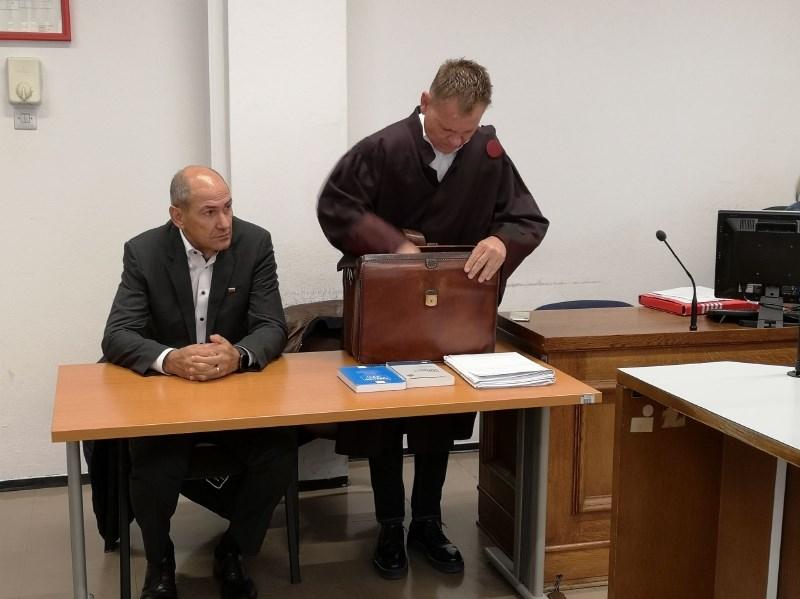 Višje sodišče zavrnilo pritožbo Janše glede plačila odškodnine novinarki Carlovi