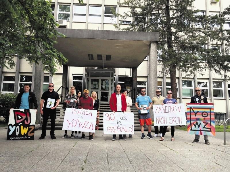 Prijatelji umorjenega bovškega didžeja pred sodiščem priredili shod